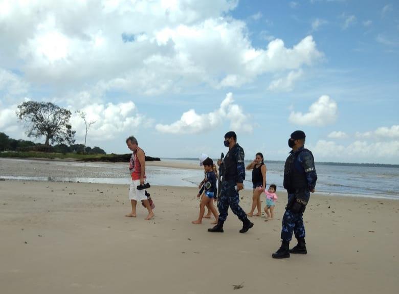O acesso às praias é proibido por decreto integrado para conter a pandemia de Covid-19.