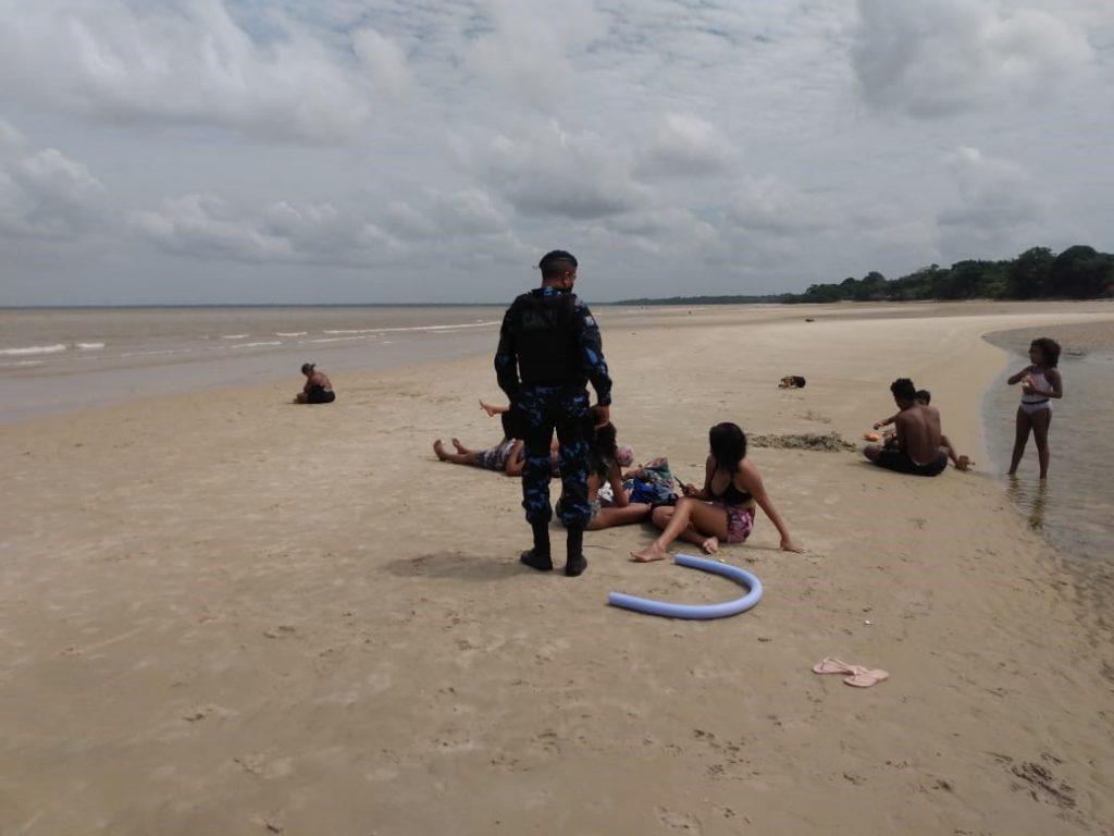 Sem DescriçãoBanhistas das praias de Outeiro recebem orientação dos agentes da GMB