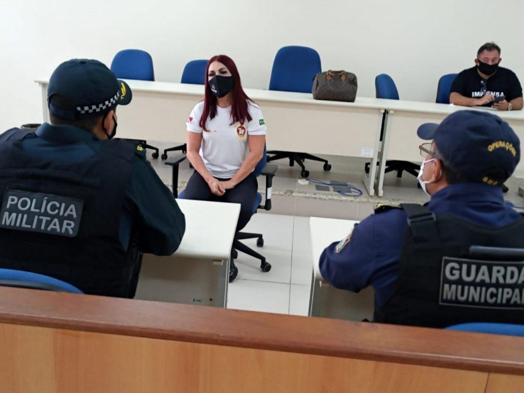 Promotora de Justiça orienta agentes de segurança