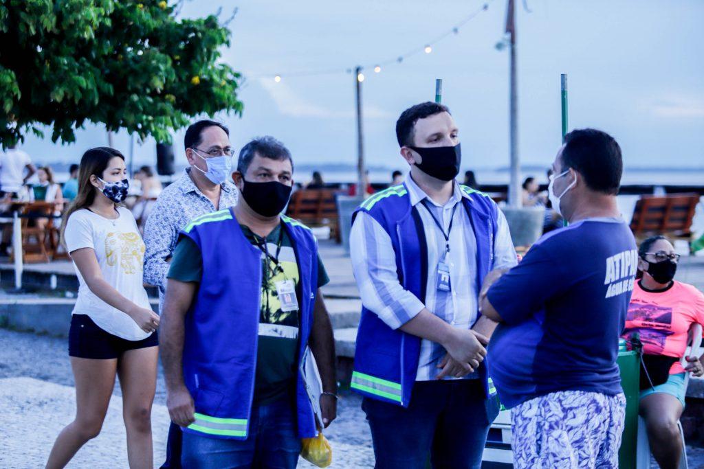 Equipes da fiscalização integrada fazem orientação à população de Belém