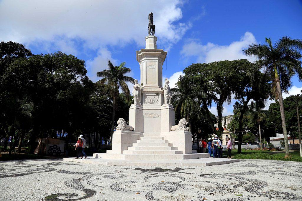 Monumentos da praça receberam limpeza e restauro