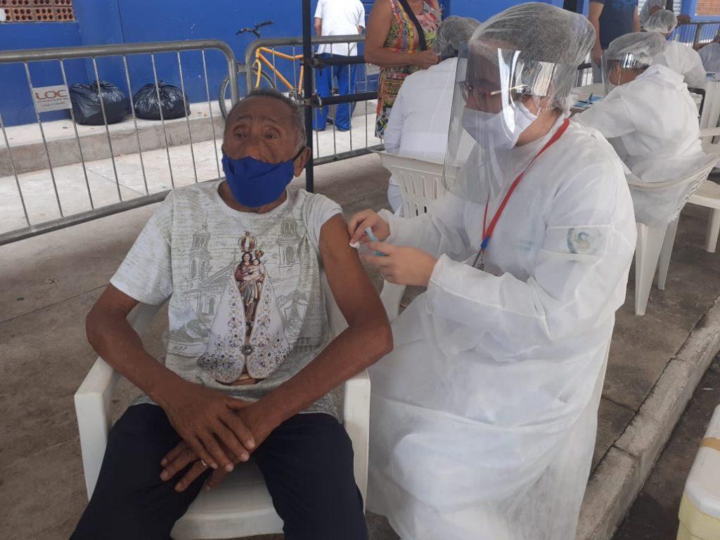 Aldeia Cabana teve movimento tranquilo no segundo dia de vacinação.
