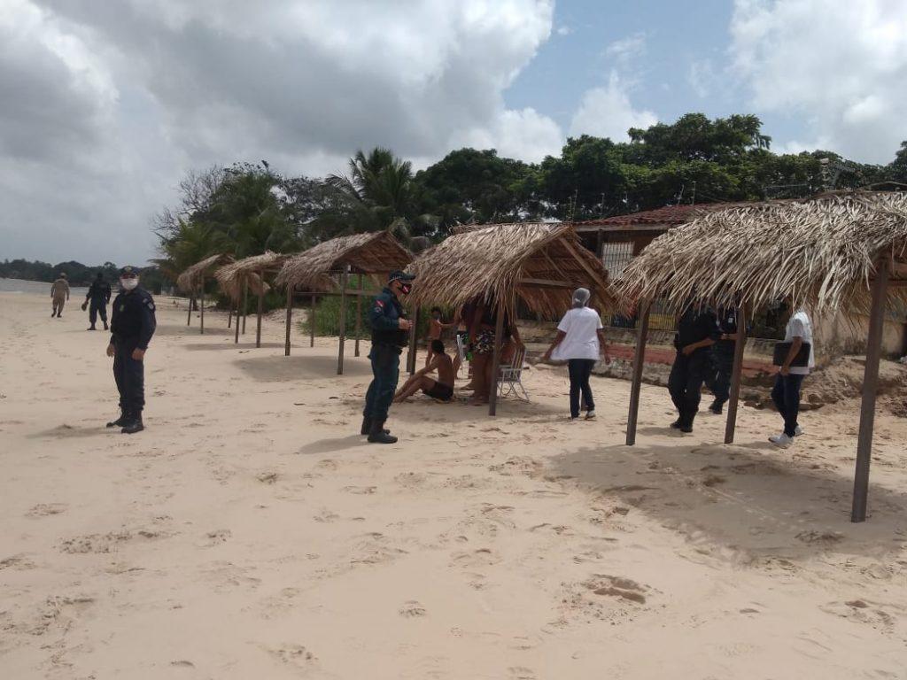 Nas praias os agentes encontraram vários banhistas descumprindo o decreto