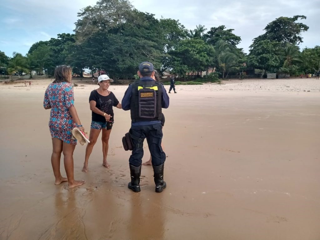 Sábado de Aleluia foi de muito trabalho em Mosqueiro. Guarda Municipal retirou mais de 50 banhistas das praias por medida de segurança