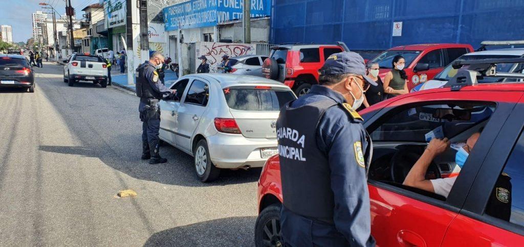 Motoristas foram orientados a cumprirem as regras do decreto que instituiu o lockdown