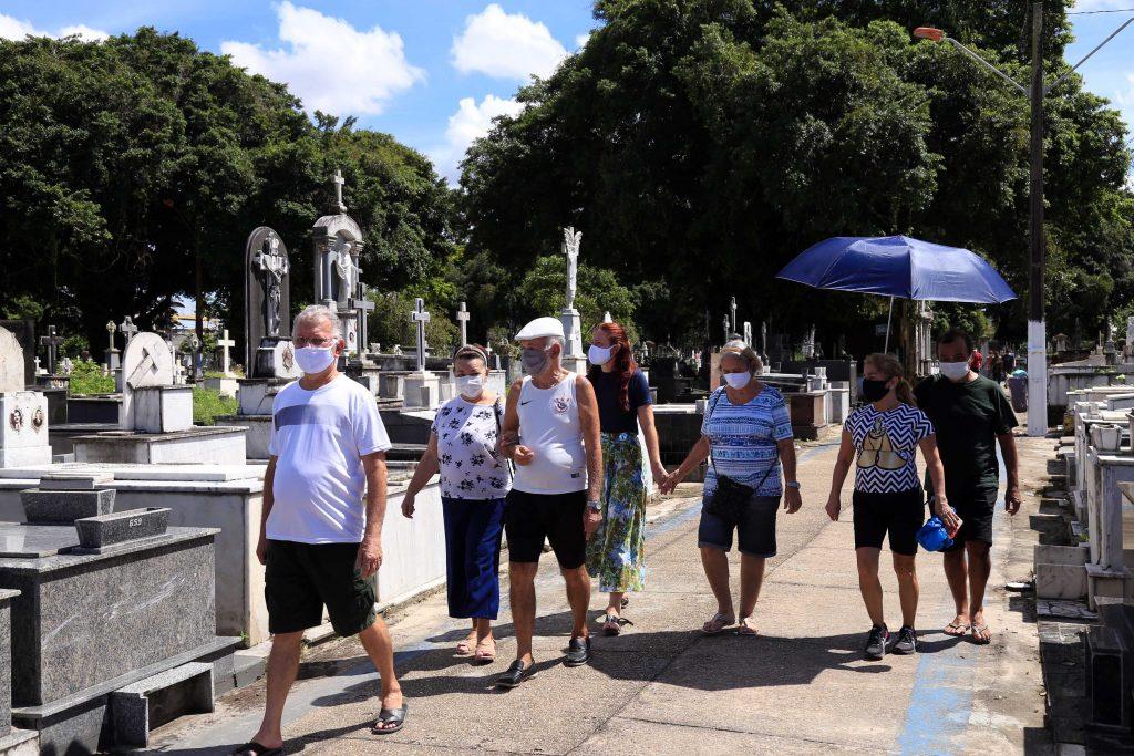 Cemitérios municipais receberam ações dos órgãos para os benenses prestarem homenagens às mães falecidas.