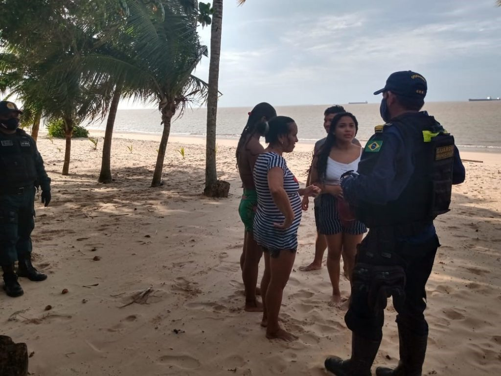 Ação da Guarda é de orientação sobre restrição de banhos e aglomerações nas praias de Mosqueiro