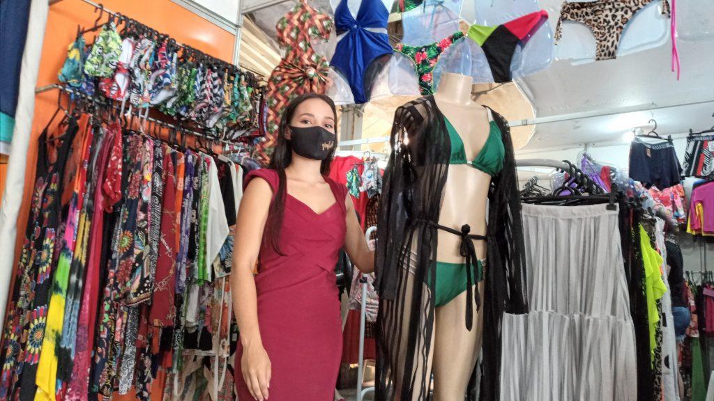 Ana Corrêa estava desempregada e conseguiu uma vaga temporária de vendedora na feira de Moda Verão 2021.