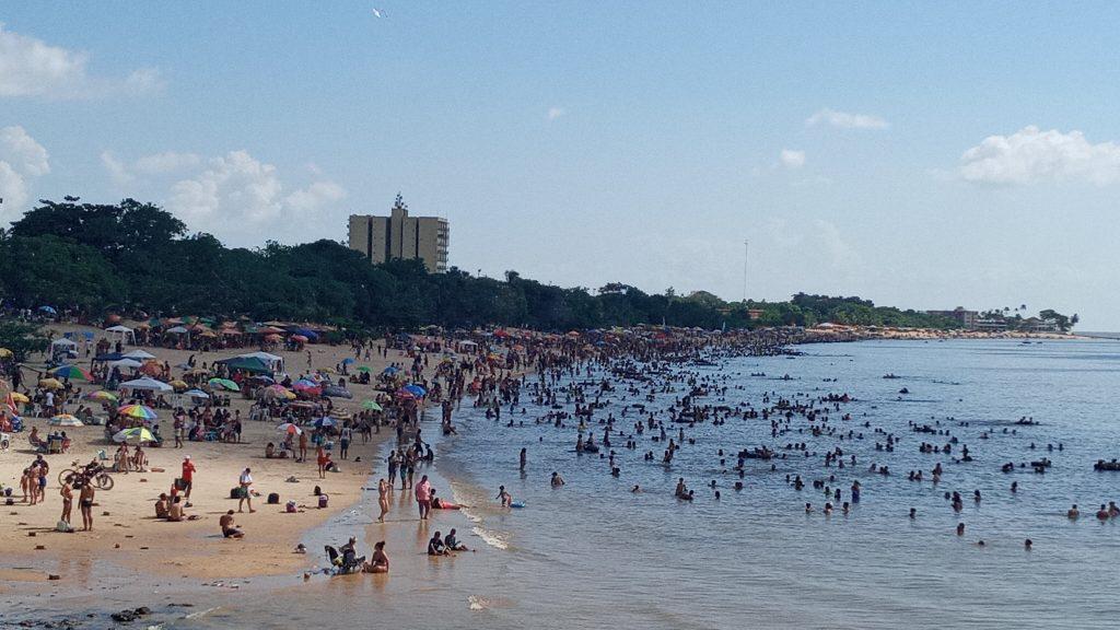 Praias do Chapéu Virado e Farol estiveram lotadas no último domingo das férias escolares 2021
