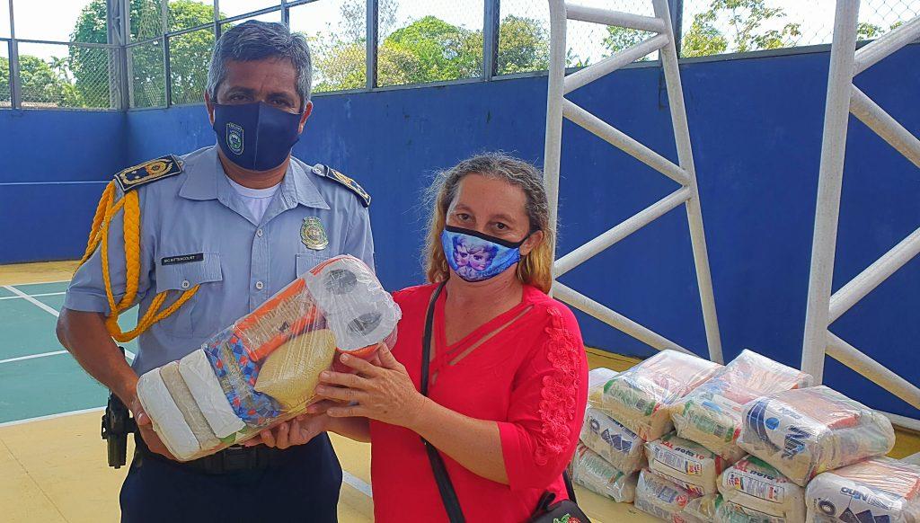 A iniciativa de fazer as doações às famílias da escola partiu dos próprios guardas municipais