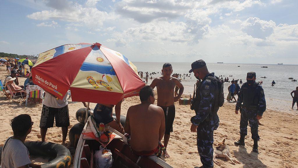Guardas de Belém orientam veranistas sobre o cumprimento das medidas de segurança contra a Covid