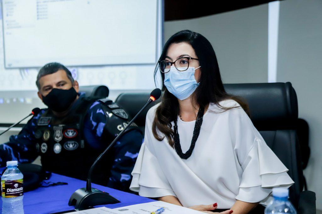 """A palestrante Fernanda Marinho, delegada da DEAM-Belém, apresentou o tema """"O acesso à Justiça, os avanços e limites para a aplicação da Lei Maria da Penha"""""""
