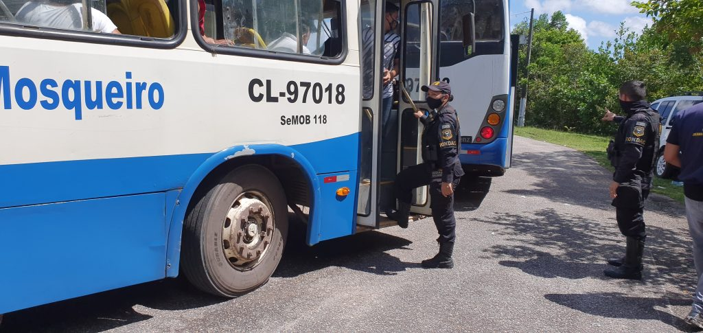 Operação da GMB também visou fiscalização nos veículos, ônibus e carros de passeio