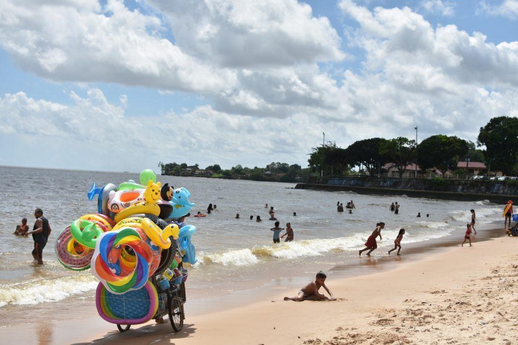 Praias de Mosqueiro são muito procuradas pelas famílias no mês de julho