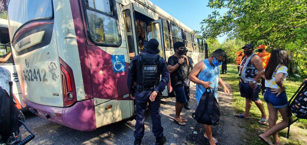 Ônibus urbanos também passam por fiscalização dos agentes da GMB