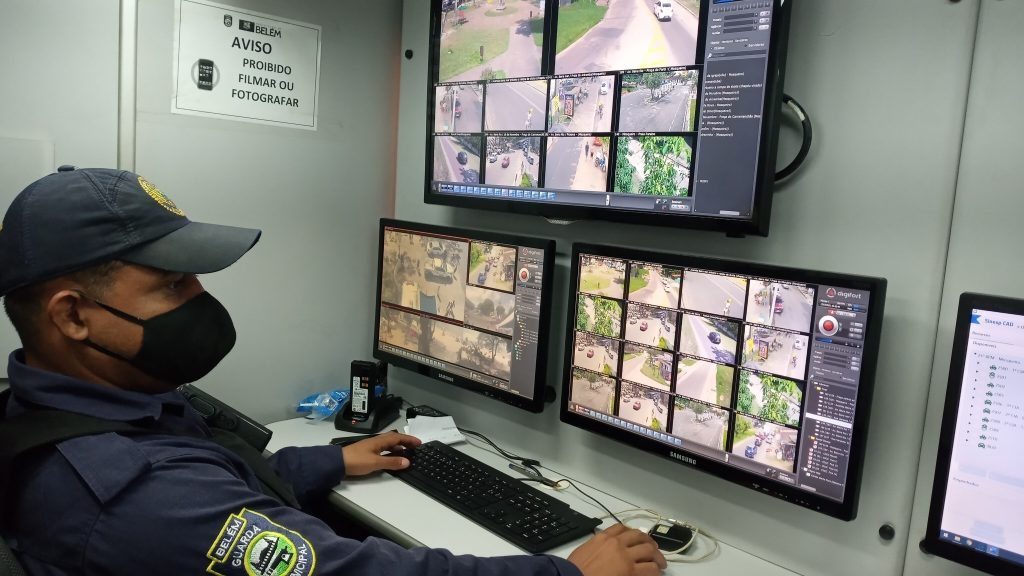 Fiscalização eletrônica: dezenove câmeras acompanham em tempo real a movimentação de Mosqueiro. Casos suspeitos são abordados.